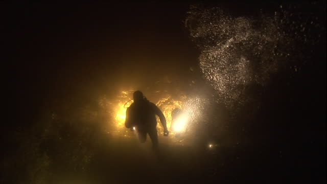 divers use flashlights to navigate dark waters. - flashlight stock videos & royalty-free footage