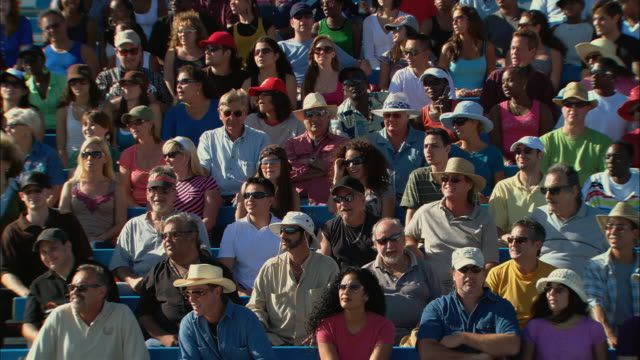 ha ws diverse crowd turning heads side to side in unison in bleachers / homestead, fl, usa - spettatore video stock e b–roll