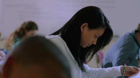vídeos y material grabado en eventos de stock de diverse high school students work through a math test during class. - examen