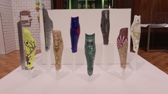 Diversos articulos pensados para brindar estetica y utilidad a personas con diferentes discapacidades son expuestas hasta septiembre en un museo de...