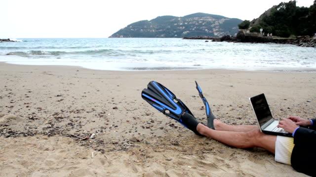 diving businessman - fena bildbanksvideor och videomaterial från bakom kulisserna