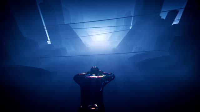 vídeos de stock, filmes e b-roll de mergulho profundamente subaquático no túnel futurista - surreal