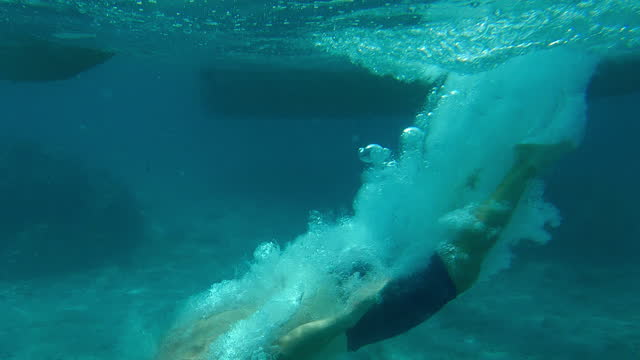 diving into deep sea. jumping from a boat - aqualung diving equipment stock videos & royalty-free footage