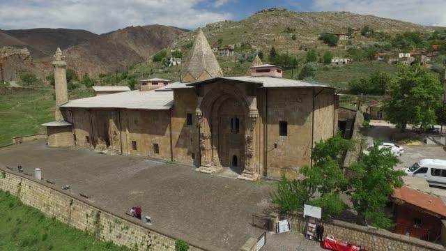 vídeos de stock, filmes e b-roll de divriği grande mesquita e hospital - turquia