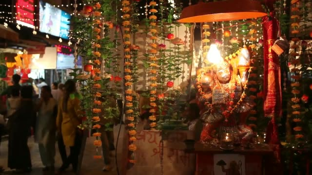 stockvideo's en b-roll-footage met diwali lights illuminate shoppers in a crowded shopping street in the suburb of lajpat nagar in new delhi india on thursday oct 31 customers purchase... - altaar