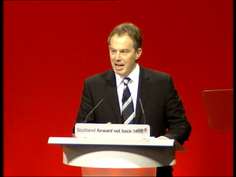 vídeos de stock e filmes b-roll de dixon/nhs row continues ext gv margaret dixon's bungalow dundee caird hall scottish labour party conference undeerway ms tony blair mp at podium tgbv... - good condition