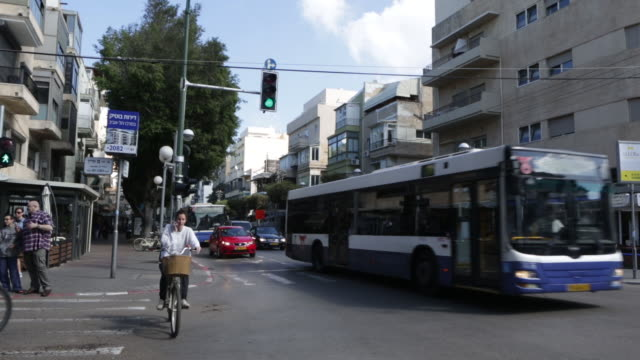 dizengoff street - tel aviv - テルアビブ点の映像素材/bロール