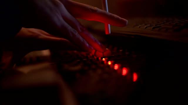 vídeos y material grabado en eventos de stock de mezclador de dj. primer plano - performance group