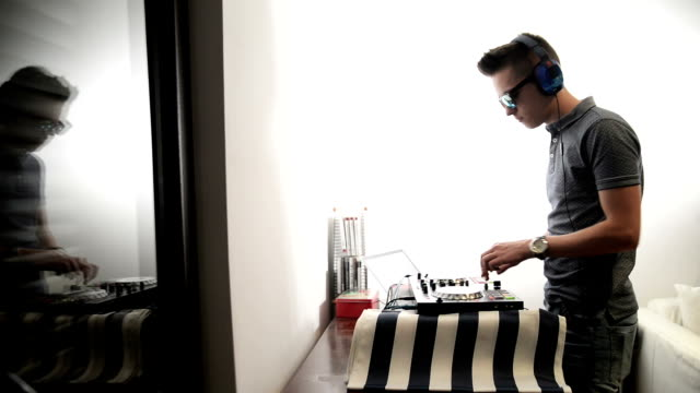 DJ spielt Musik