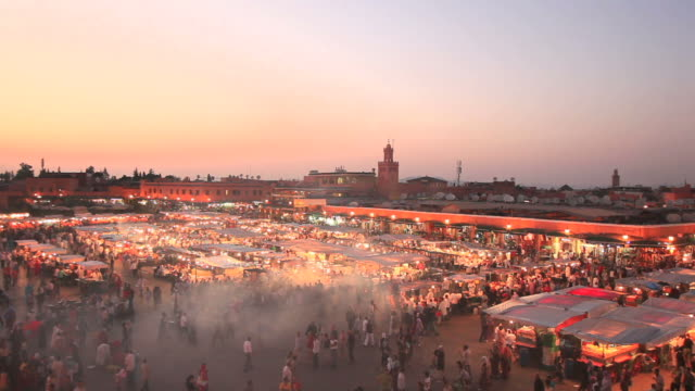 vídeos de stock, filmes e b-roll de djemaa el fna. marrakech pôr-do-sol, vídeo full hd - áfrica do norte