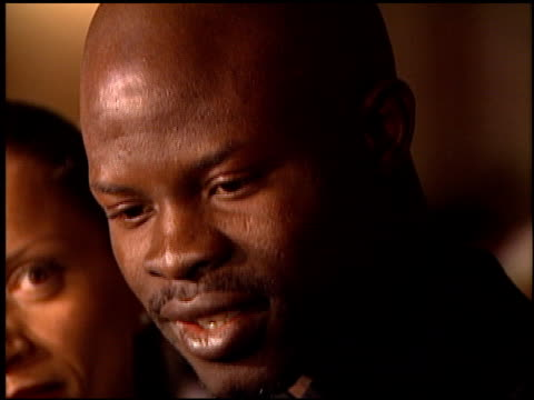 stockvideo's en b-roll-footage met djimon hounsou at the 1998 producers guild of america awards at the beverly hilton in beverly hills california on march 3 1998 - producers guild of america