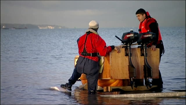 dmitri galitzine launching and sailing pumpkin boat man watching / trailer carrying large hollowed out pumpkin boat being reversed into water /... - セーリングチーム点の映像素材/bロール