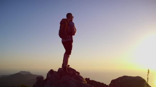 stockvideo's en b-roll-footage met doe het voor dat gevoel van vervulling - het uitzicht bewonderen