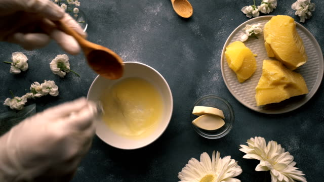 vidéos et rushes de do it yourself - making of homemade organic hand cream - whipping aloe vera gel - bol et saladier