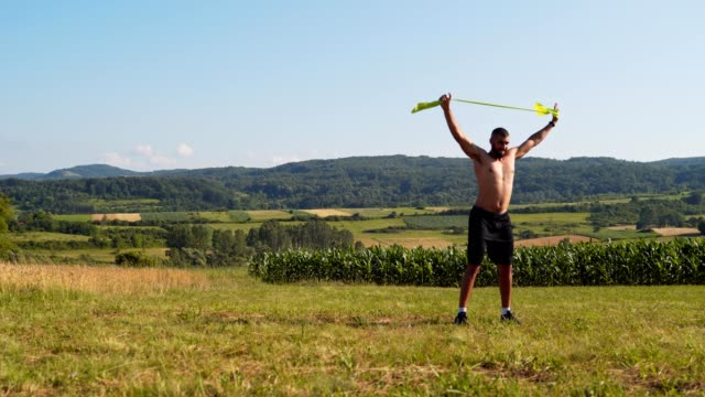do more of what makes you a better you - allenamento a corpo libero video stock e b–roll
