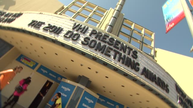 do something awards signage at the 2011 vh1 do something awards at hollywood ca - vh1 stock-videos und b-roll-filmmaterial
