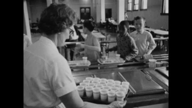 vídeos de stock e filmes b-roll de do to a strike at a milk processing facility, school kids served milk in cups, not individual cartons - merenda escolar