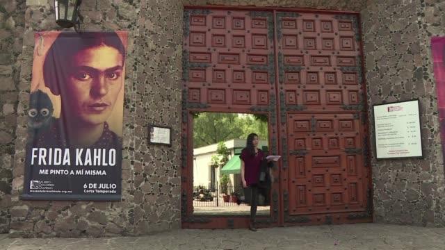 Docenas de autorretratos de Frida Kahlo volvieron a Mexico en una exposicion que ilustra su vida como persona y como personaje cuando se cumplen 110...