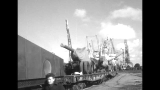 vs dock train pulls flatbeds bearing artillery guns on cherbourg dock as the weapons arrive from the us men in berets ride along / note exact day not... - la manche stock videos and b-roll footage