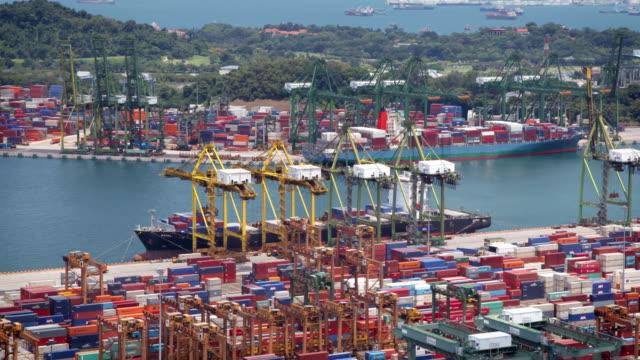 Docks und Container
