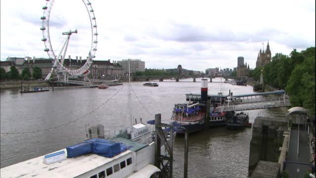 docks line the river thames in london. - fähre stock-videos und b-roll-filmmaterial