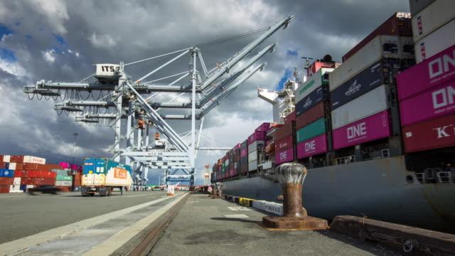 vídeos y material grabado en eventos de stock de dockside view of cargo ship coming into port - time lapse - inmóvil
