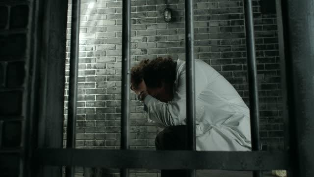Arzt in Gefängniszelle