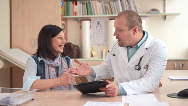 HD DOLLY: Arzt seine Patienten Gratulieren