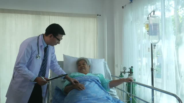 doctor consoling to senior patient - ward stock videos & royalty-free footage