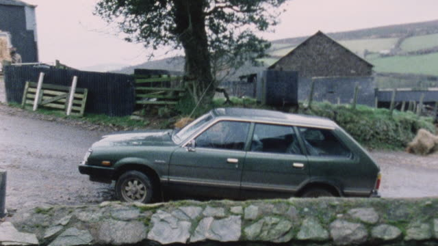 1983 montage doctor driving to and making house call to patient with broken leg / porlock, somerset, england - visita a domicilio video stock e b–roll