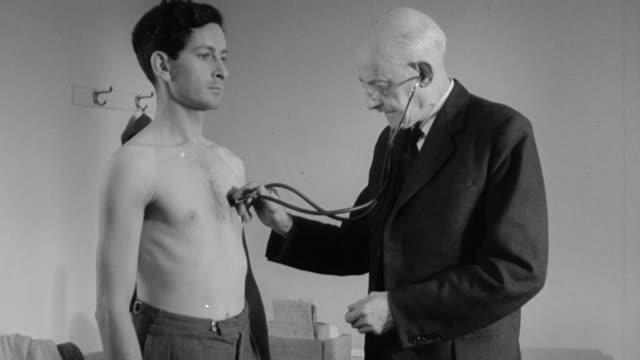vidéos et rushes de ds doctor evaluating to patient / england, united kingdom - examiner