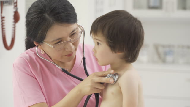 doctor examining a toddler - stetoscopio video stock e b–roll