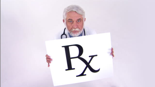 vídeos de stock e filmes b-roll de doctor holding prescription sign - rx
