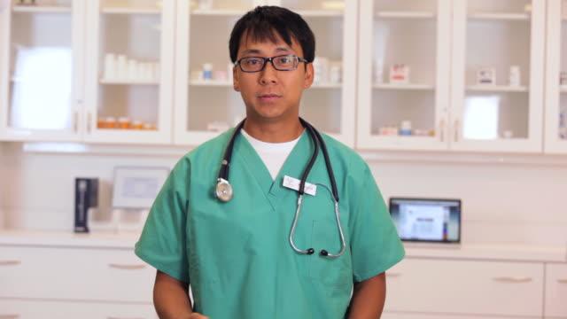 doctor talking to camera / richmond, virginia, usa - language stock videos & royalty-free footage