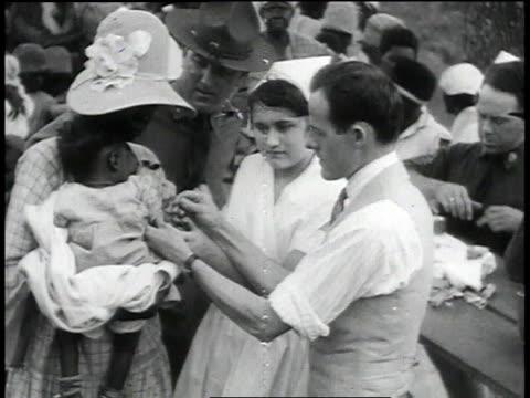 doctors and nurses inoculating refugees / baton rouge louisiana united states - mississippi flod bildbanksvideor och videomaterial från bakom kulisserna