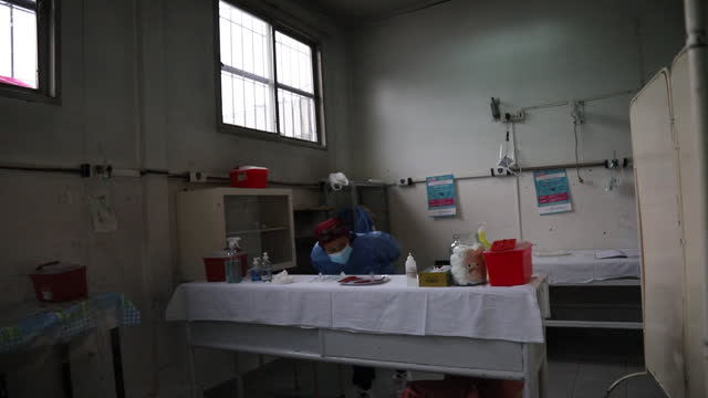 doctors at hospital in adrogue, argentina prepare to give covid-19 vaccine to healthcare workers in adrogue, buenos aires province, argentina, on... - buenos aires province stock videos & royalty-free footage