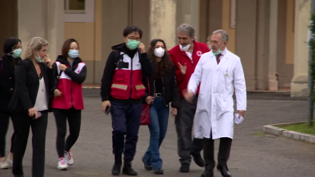 """doctors from china visiting counterparts in rome to offer support and advice in the fight against covid19 - """"bbc news"""" video stock e b–roll"""