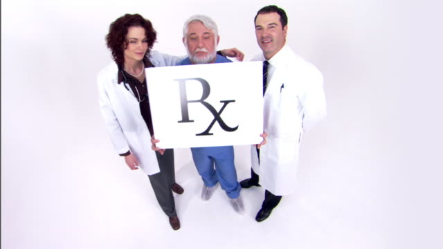 vídeos de stock e filmes b-roll de doctors holding prescription sign - rx