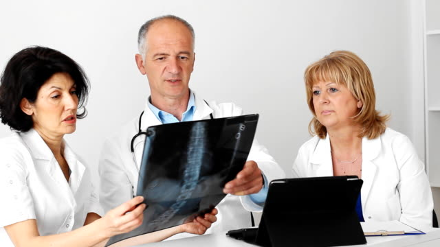 Doctors team looking at  x-ray