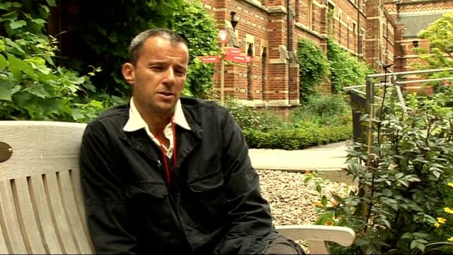 vídeos de stock, filmes e b-roll de new oscars ruling; england: oxford: ext john battesk interview sot - filme documentário