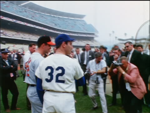 vídeos de stock e filmes b-roll de dodger sandy koufax oriole jim palmer talking with reporters on field / industrial - camisola de basebol