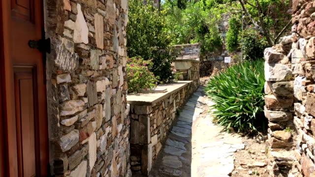 vídeos y material grabado en eventos de stock de calles de la aldea doganbey en turquía - piedra material de construcción