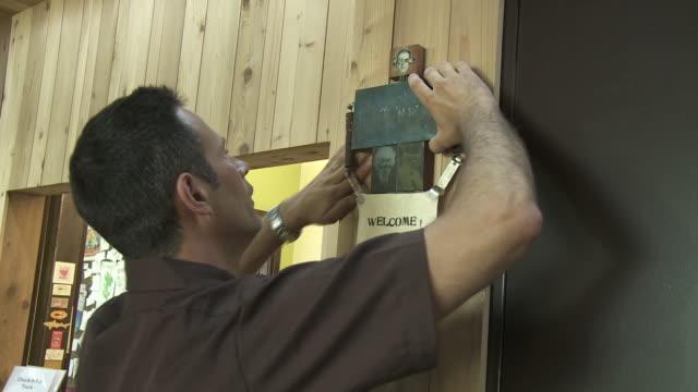 stockvideo's en b-roll-footage met dogfish head ceo sam calagione in his office - doornhaai