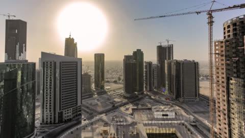 vídeos de stock, filmes e b-roll de doha city seen from a skyscraper rooftop - motion controlled time-lapse - qatar