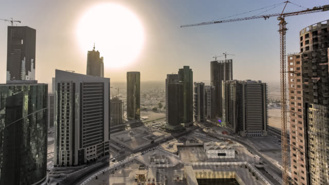 doha city seen from a skyscraper rooftop - motion controlled time-lapse - 社会問題点の映像素材/bロール