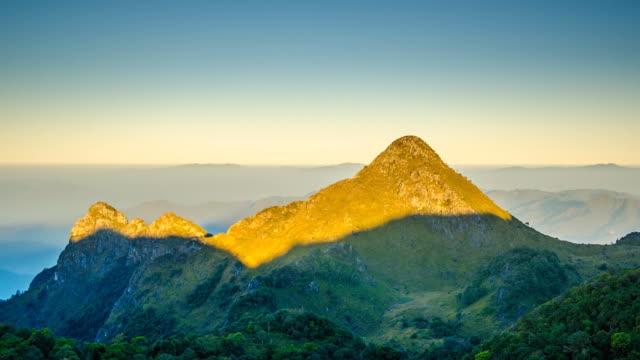 tl :doichiangdao 山の日の出 - 晴れている点の映像素材/bロール