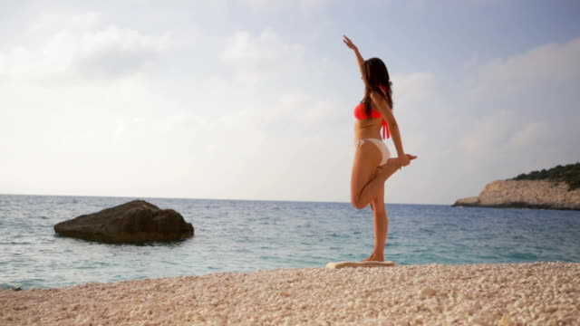 Yoga am Strand machen