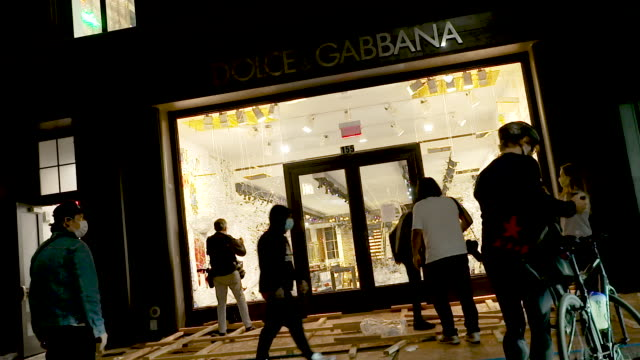 dolce & gabbana luxury retail store in soho manhattan was looted. the george floyd protest turns into a riot. garbage was burned and stores were... - dolce & gabbana stock-videos und b-roll-filmmaterial