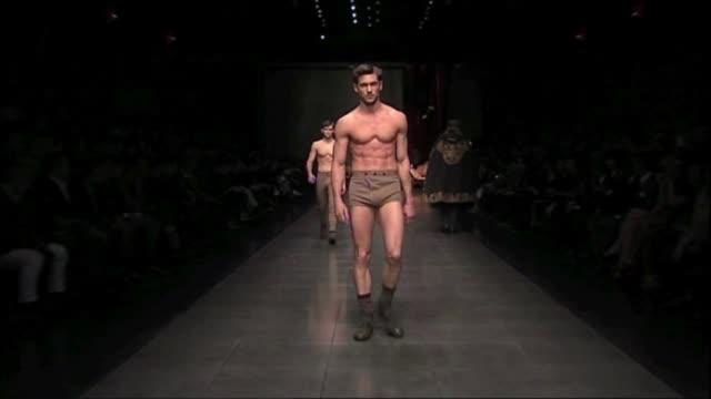dolce & gabbana: milan men's fashion week a/w 2012, milan, italy, dolce & gabbana: milan men's fashion week a/w 2012 on january 15, 2012 in milan,... - dolce & gabbana点の映像素材/bロール