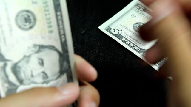 vídeos y material grabado en eventos de stock de dollar facturas - billete de cinco dólares estadounidense
